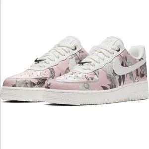 NIB Pink floral AIR FORCE 1 '07 shoes sz 8